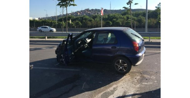 Kocaeli'de hafif ticari araç ile otomobil çarpıştı: 1 yaralı