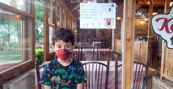 Kocaeli'de öğrencilerden afişli 'Maske tak' mesajı