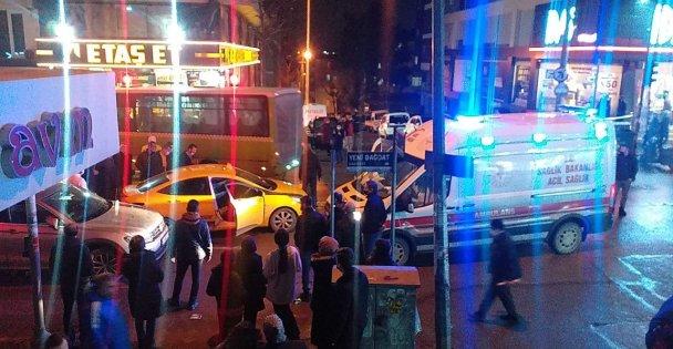 Kocaeli'de Özel Halk Midibüsü İle Taksi Çarpıştı: 3 Yaralı