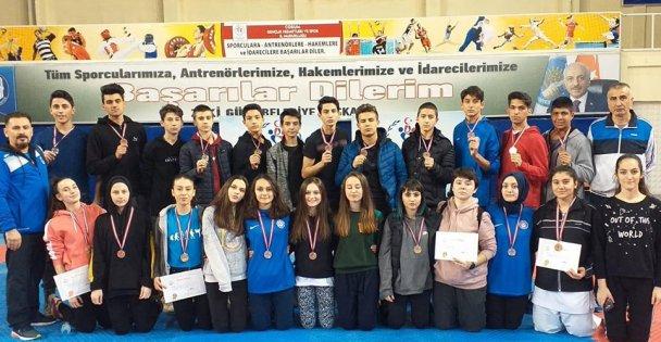 Kocaeli'li Karateciler Madalyaları topladı