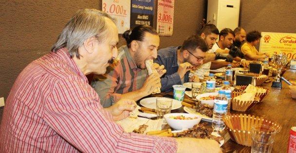 Ödüllü Cağ Kebabı Yeme Yarışması'nda Zorlandılar