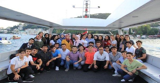 Öğrenciler İstanbul'u Denizden Keşfetti