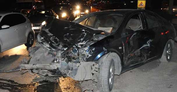 Otomobil ile panelvan çarpıştı: 3 yaralı