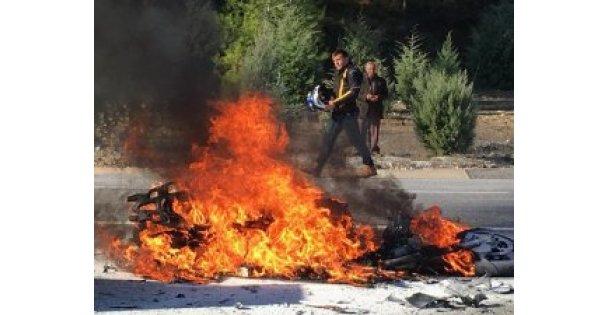 Park halindeki motor alev alev yandı