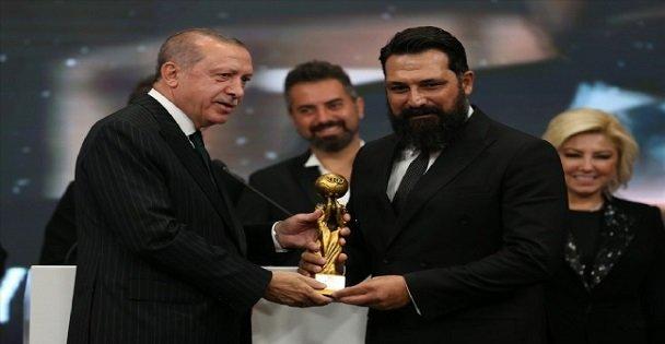 Rtgd'den Bülent İnal'a Ödül!