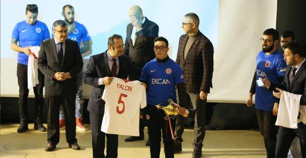 Şampiyon 'özel sporculara' milli takım forması hediye edildi