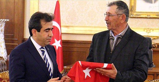 Şehit Babası, Vali Güzeloğlu'nu Ziyaret Etti