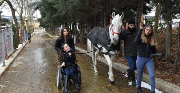 Serebral Palsi Hastası Canan, para at terbiyesi Yarışmasında Başarı İçin Mücadele Verecek