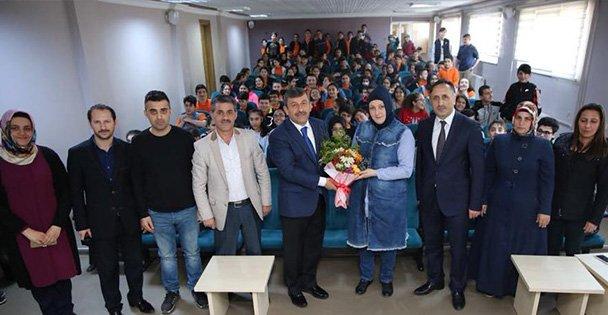 Şükrü  Karabacak, öğrencilerle buluştu