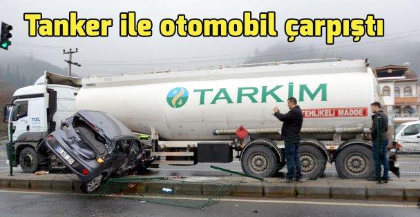 Tanker ile otomobil çarpıştı
