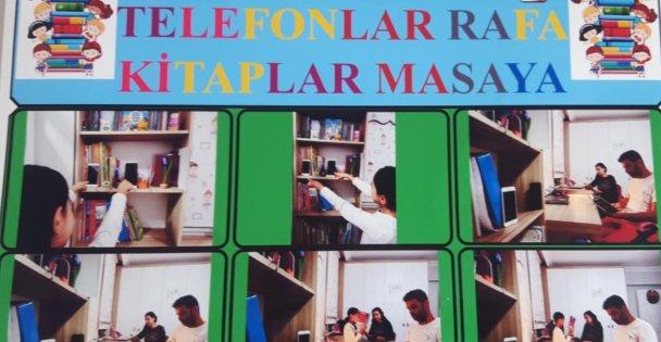 Telefonlar Rafa, Kitaplar Masaya...