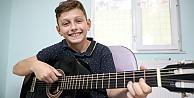 Bilgievlerinde çocuklara gitar kursu