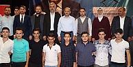 Fikri Işık, AK Partiye Katılan Gençlere Rozetlerini Taktı