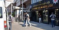 Gebaede araçtan kapkaçla para çalan 6 zanlı tutuklandı
