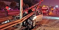 Gebzede bariyerlere çarpan otomobildeki 3 kişi yaralandı