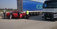 Gebzede park halindeki tıra çarpan otomobilin sürücüsü yaralandı