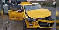 Gebzede servis minibüsüyle taksi çarpıştı