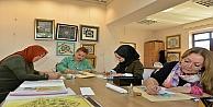 Geleneksel Türk süsleme sanatları öğretiliyor