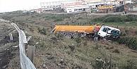 Hafriyat Kamyonu Şarampole Devrildi: 1 Yaralı