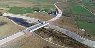 İki ilçeyi birbirine bağlayan köprü trafiğe açıldı