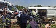 İşçi minibüsü elektrik direğine çarptı: 5 yaralı