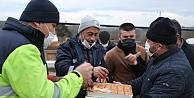Kandırada belediye personeline baklava ikramı