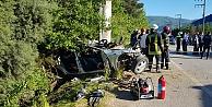 Kartepede otomobil elektrik direğine çarptı: 1 ölü, 1 yaralı