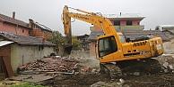 Kocaeli'de hasarlı yapıların yıkımı başladı