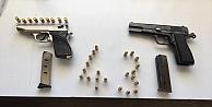 Kocaelide şüphe üzerine durdurulan otomobilde ruhsatsız tabanca ve 14,7 gram metamfetamin ele geçirildi