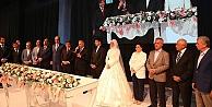 Bakan Işık kızını evlendirdi