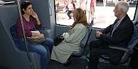 Otobüslerde yaşlılara yer vermeyin
