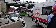 Otomobil Beton Bariyere Çarptı