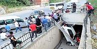 Otomobil, Su Kanalına Düştü: 2 Yaralı