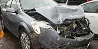 Otomobil TIRa çarptı