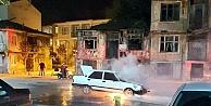 Otomobilde Çıkan Yangın İtfaiye Ekiplerince Söndürüldü