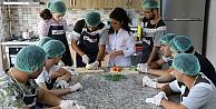 Özel öğrenciler kendi ektikleri sebzeler ile yemek yaptı