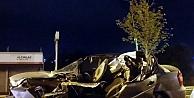 Park halindeki kamyonete çarpan otomobilin sürücüsü öldü