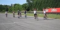 Short Track milli takım sporcuları bisikletleriyle otomobil pistinde ter döktü