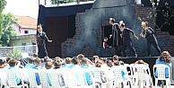 TIR Tiyatrosu yaz turnesinde çıktı