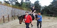 Çocuklar Atlı Binicilik Kulübü'nde