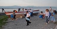 Gölcük'te vatandaşlardan sahil temizliği