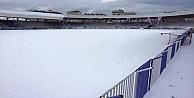 Kar futbolu esir aldı!