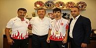 Karabacak Dünya Şampiyonunu Kabul Etti
