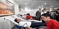 Kocaeli Valisi Güzeloğlu'ndan kan bağışı