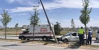 Kocaeli'de aydınlatma direğine çarpan otomobilin sürücüsü yaralandı