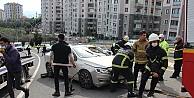 Otomobil rampada yan yatınca trafik felç oldu: 1 yaralı