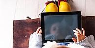 Sürekli ekrana bakmak çocukların göz sağlığını tehdit ediyor