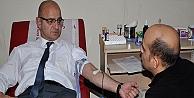 Ünlü, kan bağışına destek verdi!