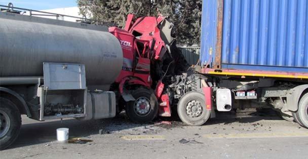 TIR ve tanker kaza yaptı