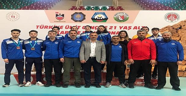Türkiye Şampiyonasında  Kağıtspor rüzgârı esti